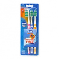 Oral-B Toothbrush - Classic Ultra Clean Wave Trim Deep Clean - Soft 3s